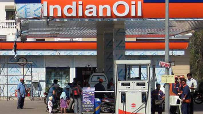 Moily-says-no-decision-on-shutting-petrol-pumps-at-night