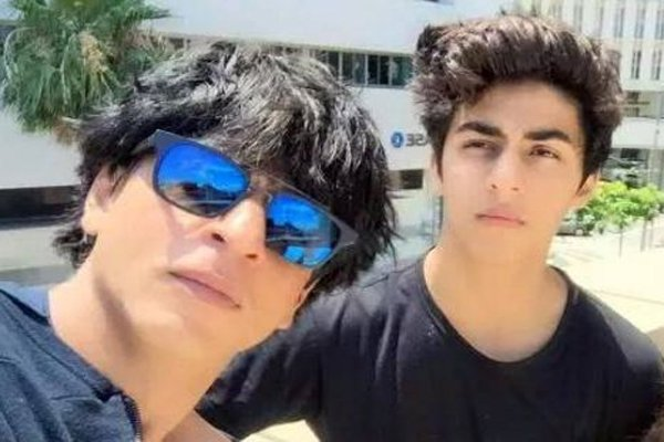 SRK wants Aryan to see old classics before B-town