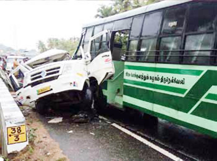 Six Keralites returning from Velankkanni killed in accident