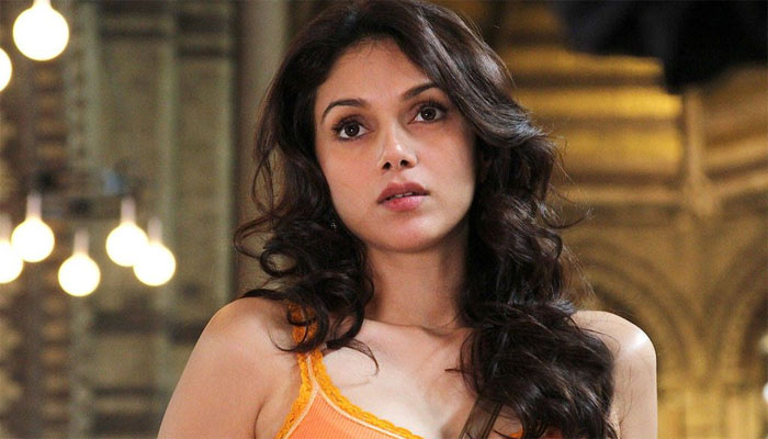 Waste of time to say anything: Aditi on link-up