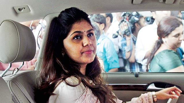 Munde's supporters burn CM's effigy after reshuffle