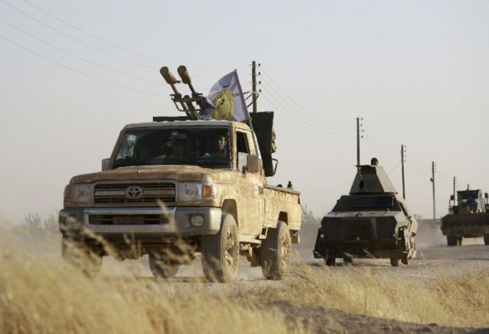 """US-backed forces advance in IS Syria stronghold"""