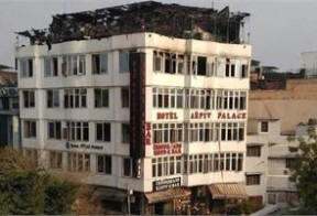 17 killed in massive fire in central Delhi Hotel