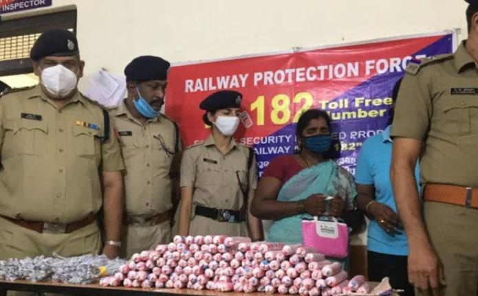 Gelatin sticks, detonators seized from Kozhikode railway station; Passenger in custody