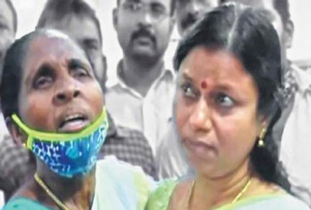 Bindhu Krishna breaks down before supporters' love; Kollam witnesses emotional scenes