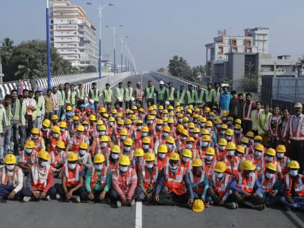 Palarivattom flyover opens for traffic; CM, PWD minister thank labourers