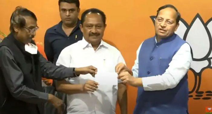 Veteran Congress leader Vijayan Thomas joins BJP